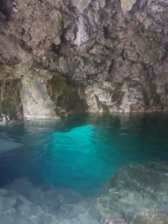 The tunnel to swim into the grotto